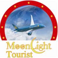 Moonlight tourist